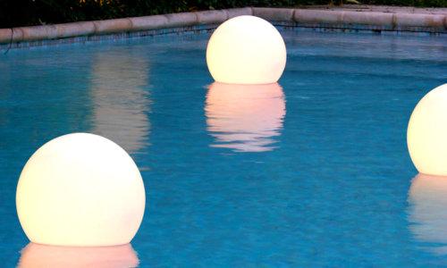Lámparas flotantes para piscinas
